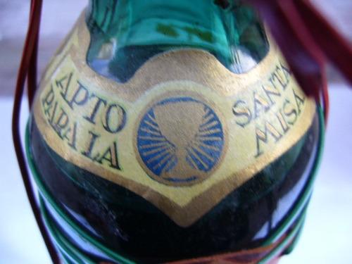 antigua botella de vino cabrene sin abrir