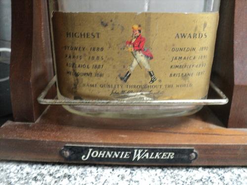 antigua botella johnnie walker red label 4,5 soporte madera