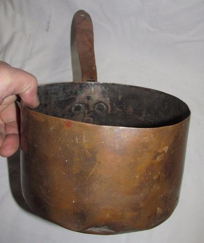 antigua cacerola de cobre solido pesada mirala