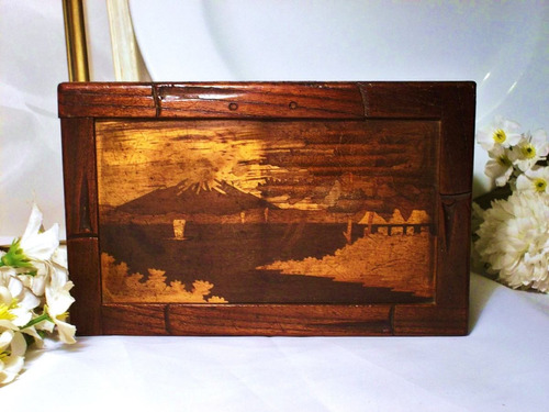 antigua caja con cierre secreto para coleccionistas