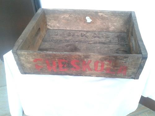 antigua caja de madera de gaseosas frescola