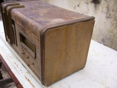 antigua caja de radio a valvulas