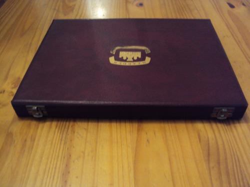 antigua caja forrada
