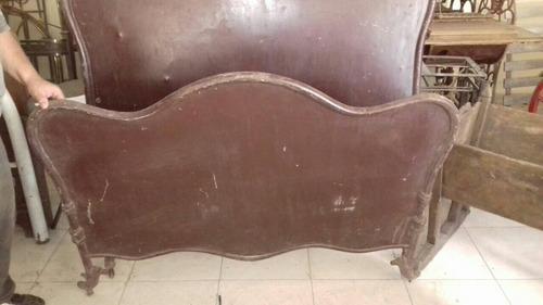 antigua cama chapa mariposa
