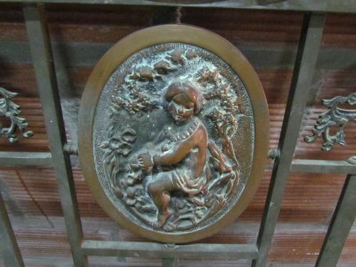 antigua cama de bronce