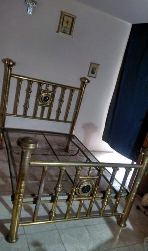 antigua cama de latón