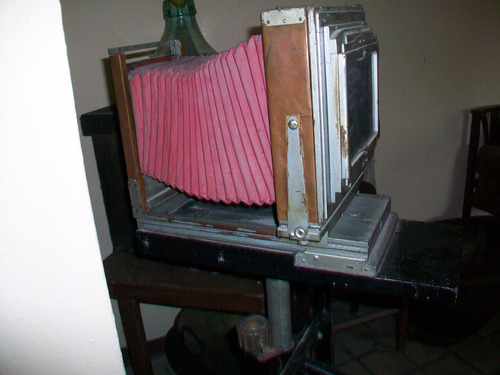 antigua cámara reveladora de fotos, se utilizaba con franela