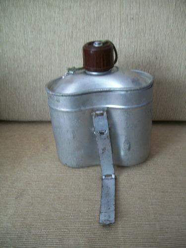 antigua cantimplora de metal
