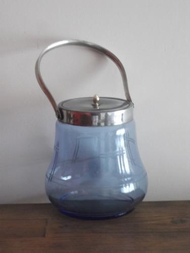 antigua caramelera en vidrio tallado y metal. 13cm x 14cm