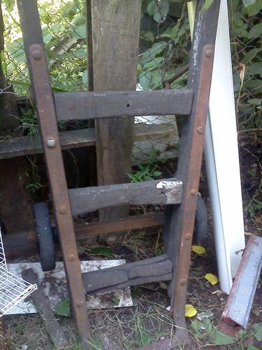 antigua carretilla maletera del ferrocarril