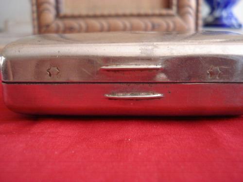 antigua cigarrera d metal mide 8cm x 5,5cm y 3cm profundidad