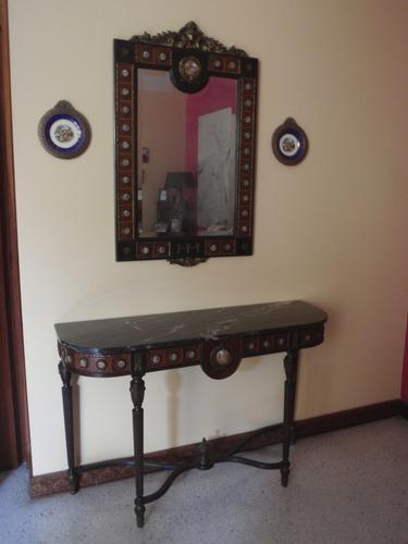 antigua consola con su espejo