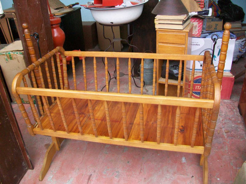 antigua cuna-mecedora francesa, madera labrada finos acabado