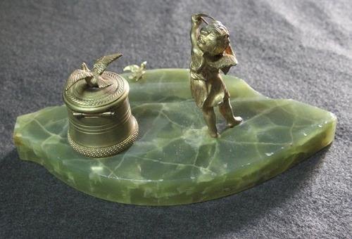 antigua escribania tintero en bronce dorado cupido y palomas