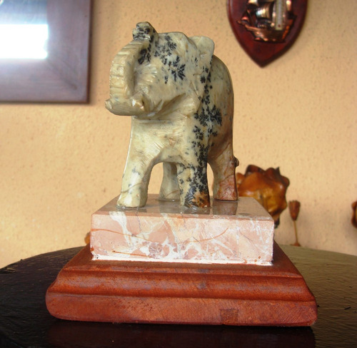 antigua estatuilla de piedra tallada-11x13.5 cms