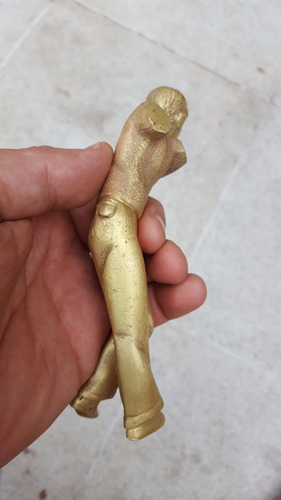antigua figura masculina en bronce  posible jugador golf