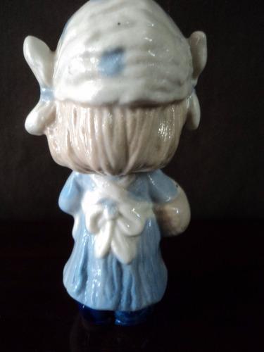 antigua figura porcelana niña con canasta (773p)