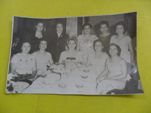 antigua foto fotografia fiesta aniversario mesa agasajo muje