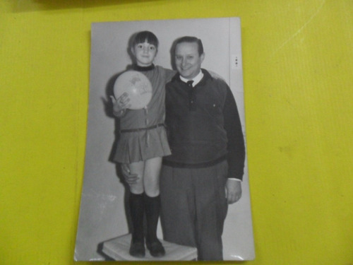 antigua foto fotografia niña globo padre tio caballero
