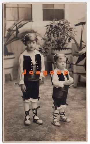 antigua foto postal retrato de niños con vestimenta tipica