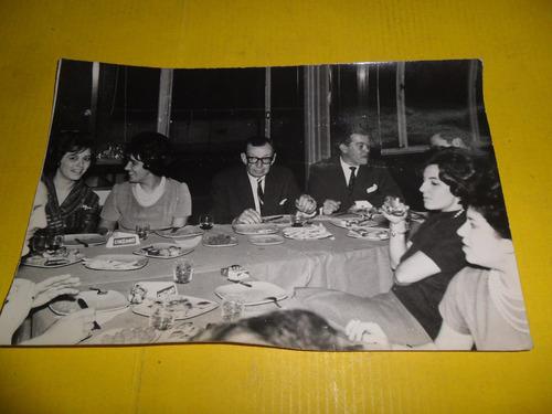 antigua fotografia fiesta aniversario celebracion cinzano