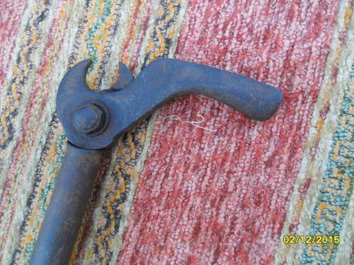 antigua herramienta llave pinza saca clavos