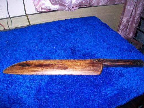 antigua herramienta tipo cuchillo de madera, es para tejer