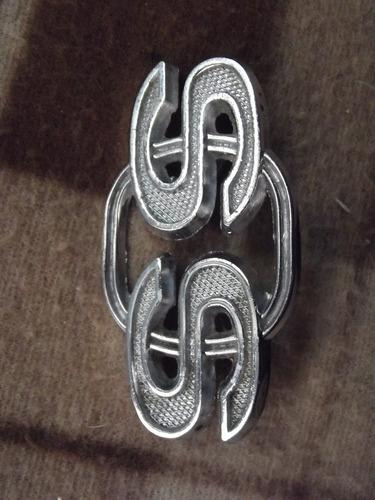 antigua insignia de auto clasico chevy