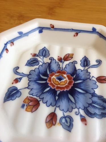 antigua jabonera estée lauder de porcelana