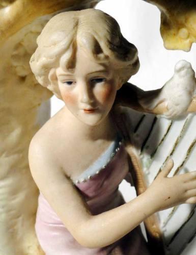 antigua jardinera de porcelana de faianse sellada y numerada