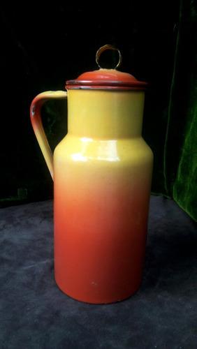 antigua jarra con asa esmaltada, impecable, sana.