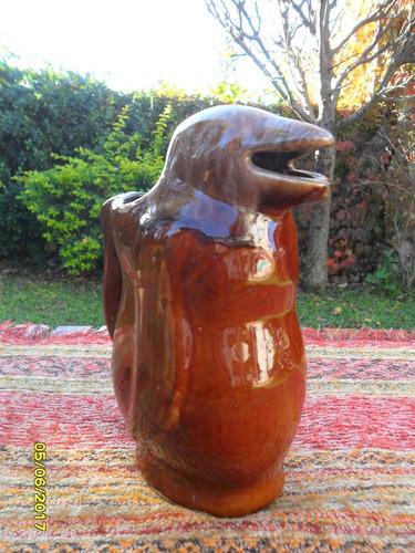 antigua jarra para vino pinguino de bar boliche