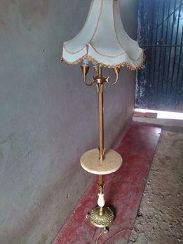 antigua lampara de pie estio corintio