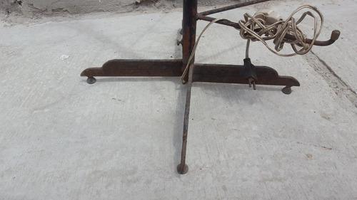 antigua lampara pie