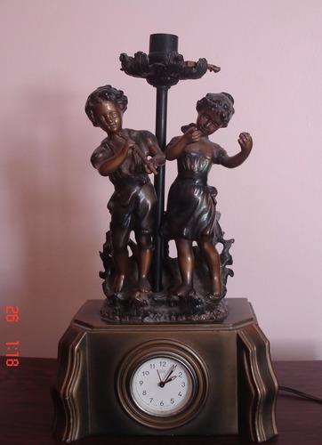 antigua lámpara/adorno de mesa con reloj marca ruhla