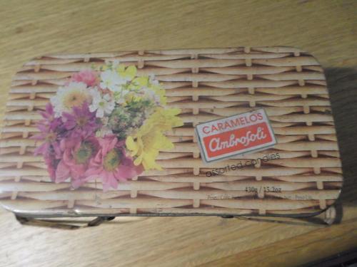 antigua lata de caramelos ambrosoli - tipo canasta pic nic