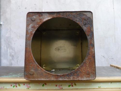 antigua lata de galletitas con visor sacaan