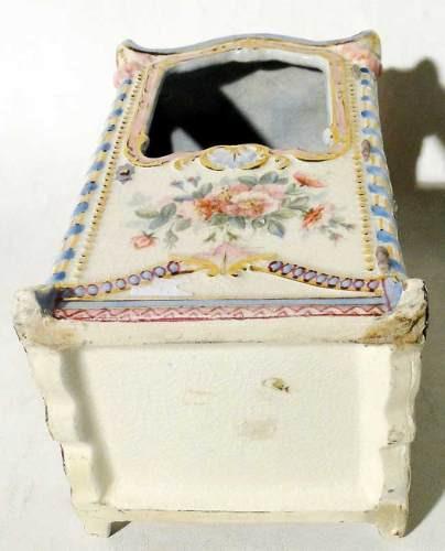 antigua litera de porcelana policromada preciosa