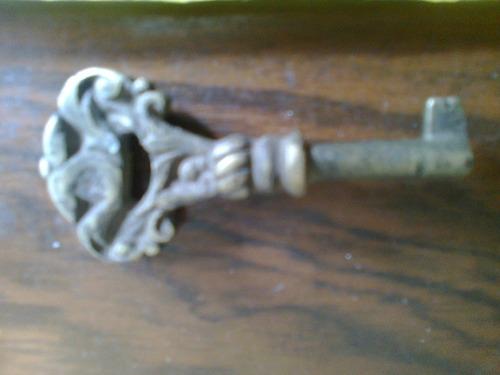 antigua llave de bronce