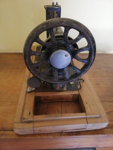 antigua maquina coser,