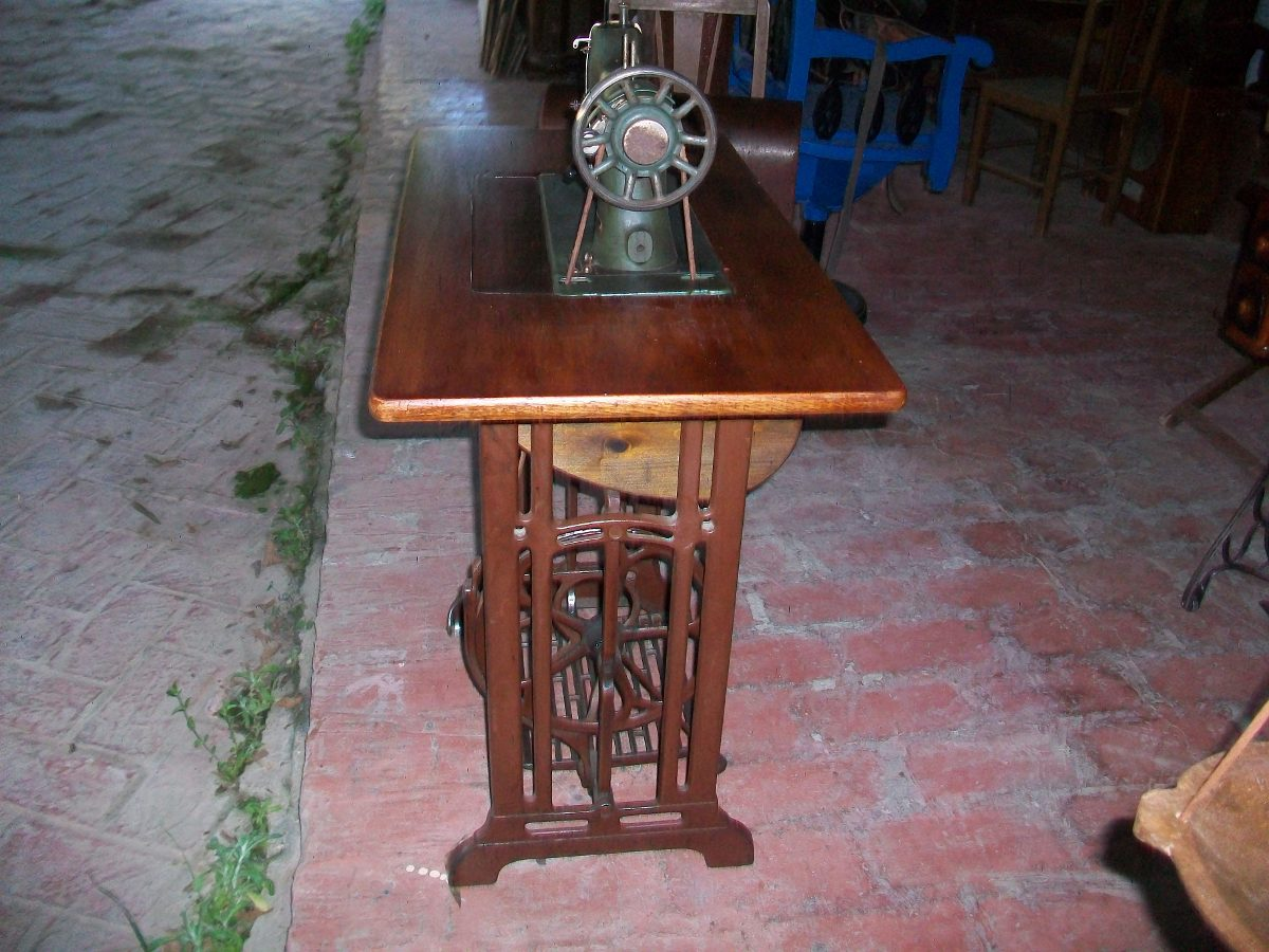 Antigua Maquina De Coser Husqvarna, Funcionando - U$S 175