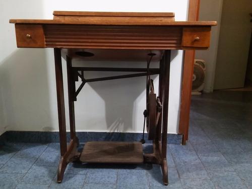 antigua maquina de coser necchi success con mueble