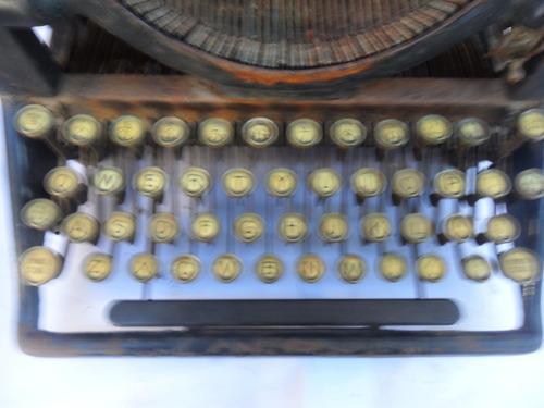antigua maquina de escribir marca woodstock