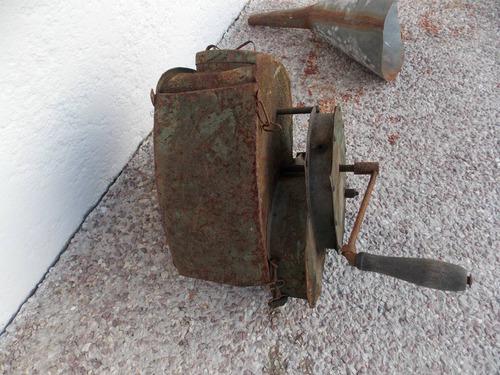 antigua maquina de sembrar manual