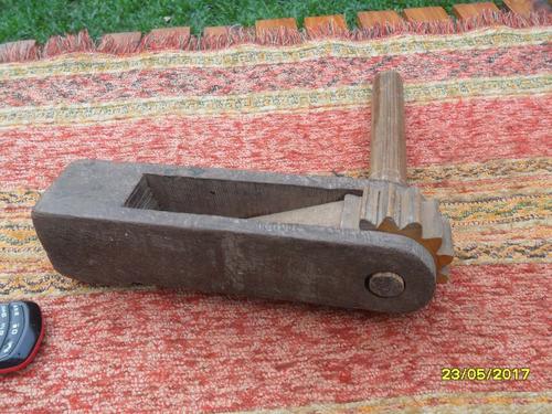 antigua matraca en madera grande carnavales mide 24cm