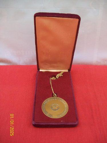 antigua medalla paul harris fellow
