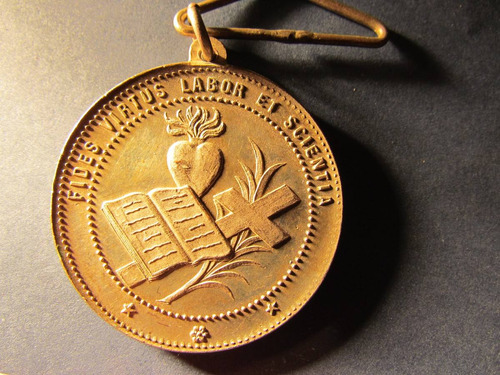 antigua medalla plateada universidad catolica santiago chile