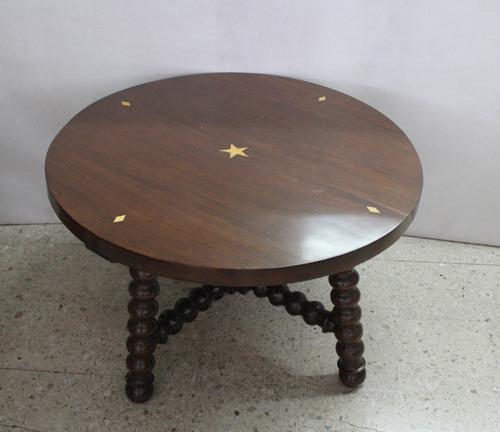 antigua mesa en madera de nogal y detalles de marquetería