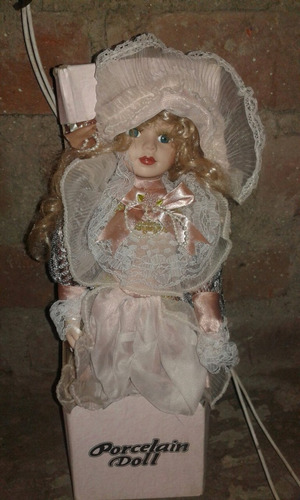 antigua muñeca de porcelana doll