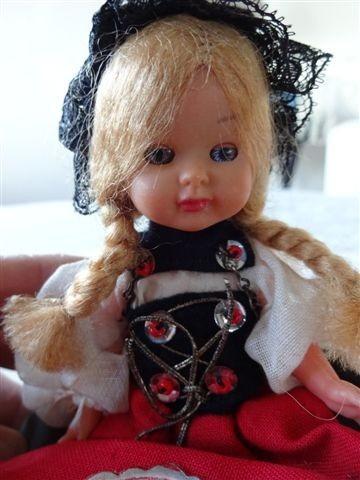 antigua muñeca souvenir vestimenta tipica berna suiza 16 cm